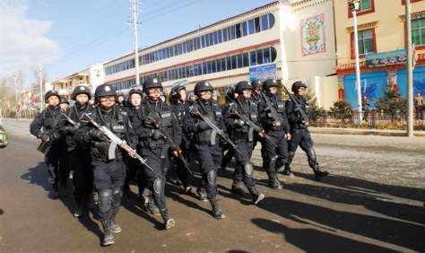 2011_China's_Violence_Force_on_streets_in_Ngaba,_Tibet_中國武力部隊在西藏_-_圖博阿壩市街